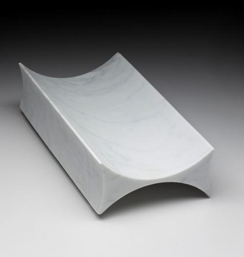 &#8220;Carrara&#8221;<br/>Centrotavola in marmo<br/>prototipo (1992)